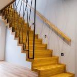 Jak wybrać wybarwienie schodów drewnianych?